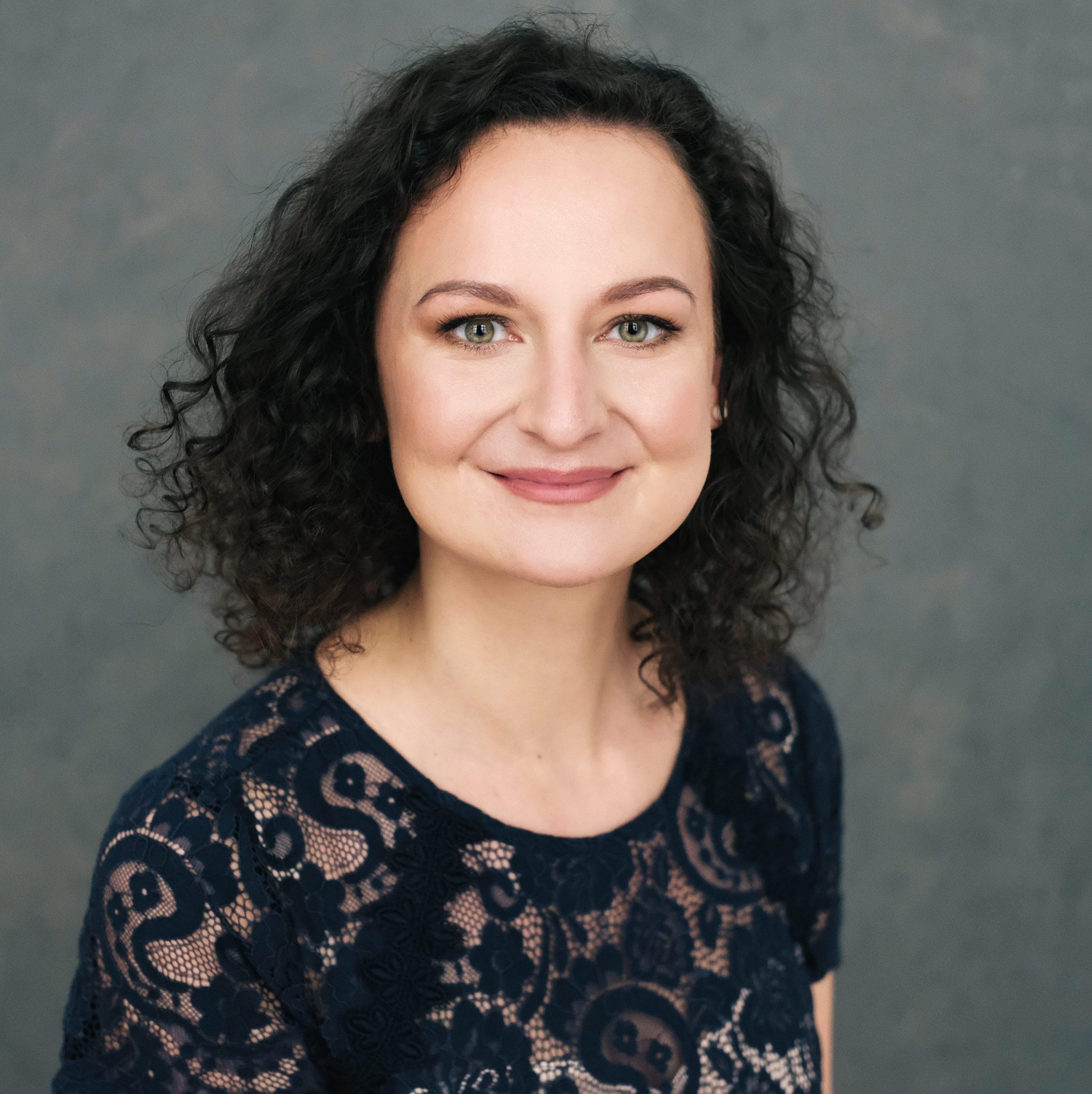 Jana Jandová - koučka, lektorka, facilitátorka  Koučka EMCC, lektorka a facilitátorka se zaměřením na oblast osobního rozvoje, manažerských dovedností, komunikace, well-beingu a mindfulness.